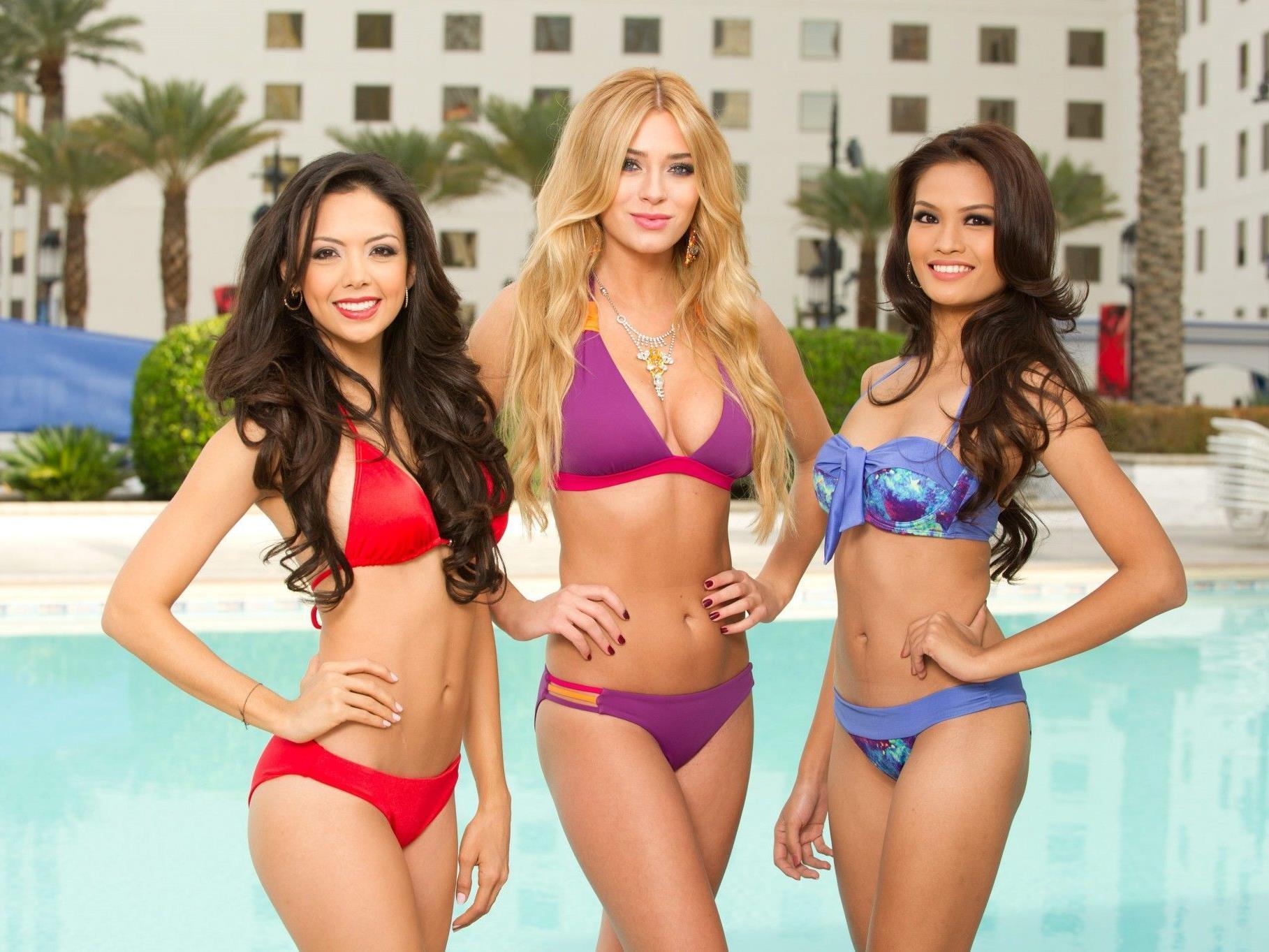 Miss Nicaragua, Miss Polen und Miss Philippines am Pool.