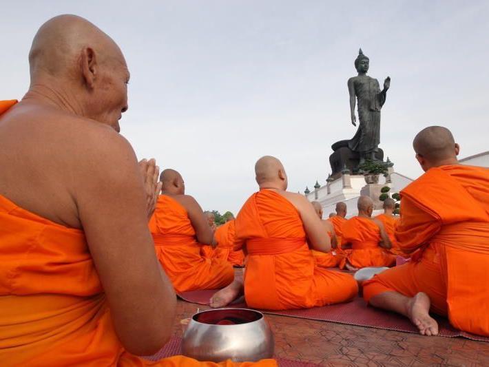 Nicht ganz so heilig ging es bei den beiden Mönchen zu, als die Polizei eintraf.