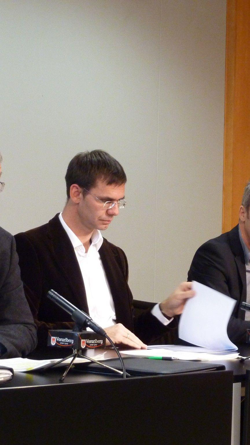 LH Wallner, LSth. Rüdisser und VOGEWOSI-Geschäftsführer Lorenz im Pressefoyer.