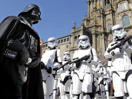 """Ob Darth Vader (hier 2010 bei der 30-Jahr-Feier zu """"Das Imperium schlägt zurück"""") das Kommando übernehmen wird?"""