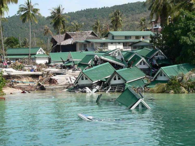 Verherender Tsunami im Jahr 2004 in Thailand