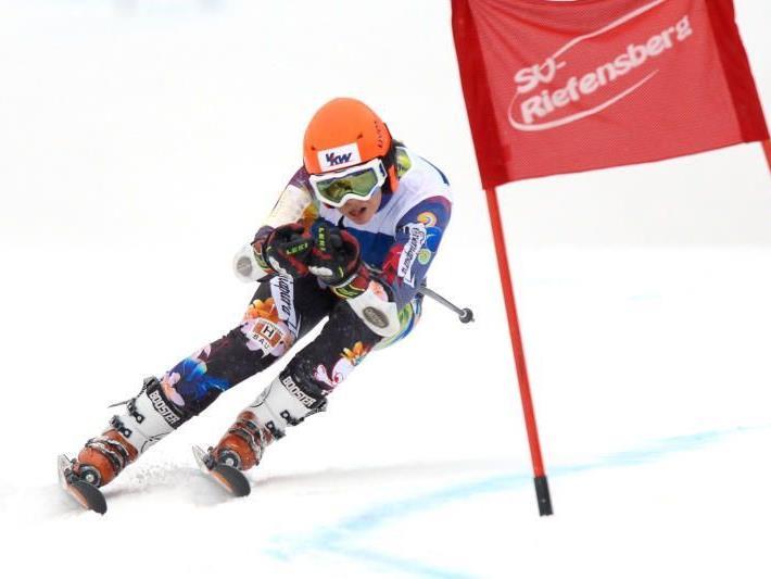 Die Bürserin Nadine Taudes gewann das erste von zwei Arge Alp Rennen in Riefensberg.