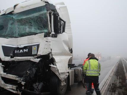 Die A2 ist nach einem Unfall bei Wöllersdorf in Richtung Wien gesperrt.