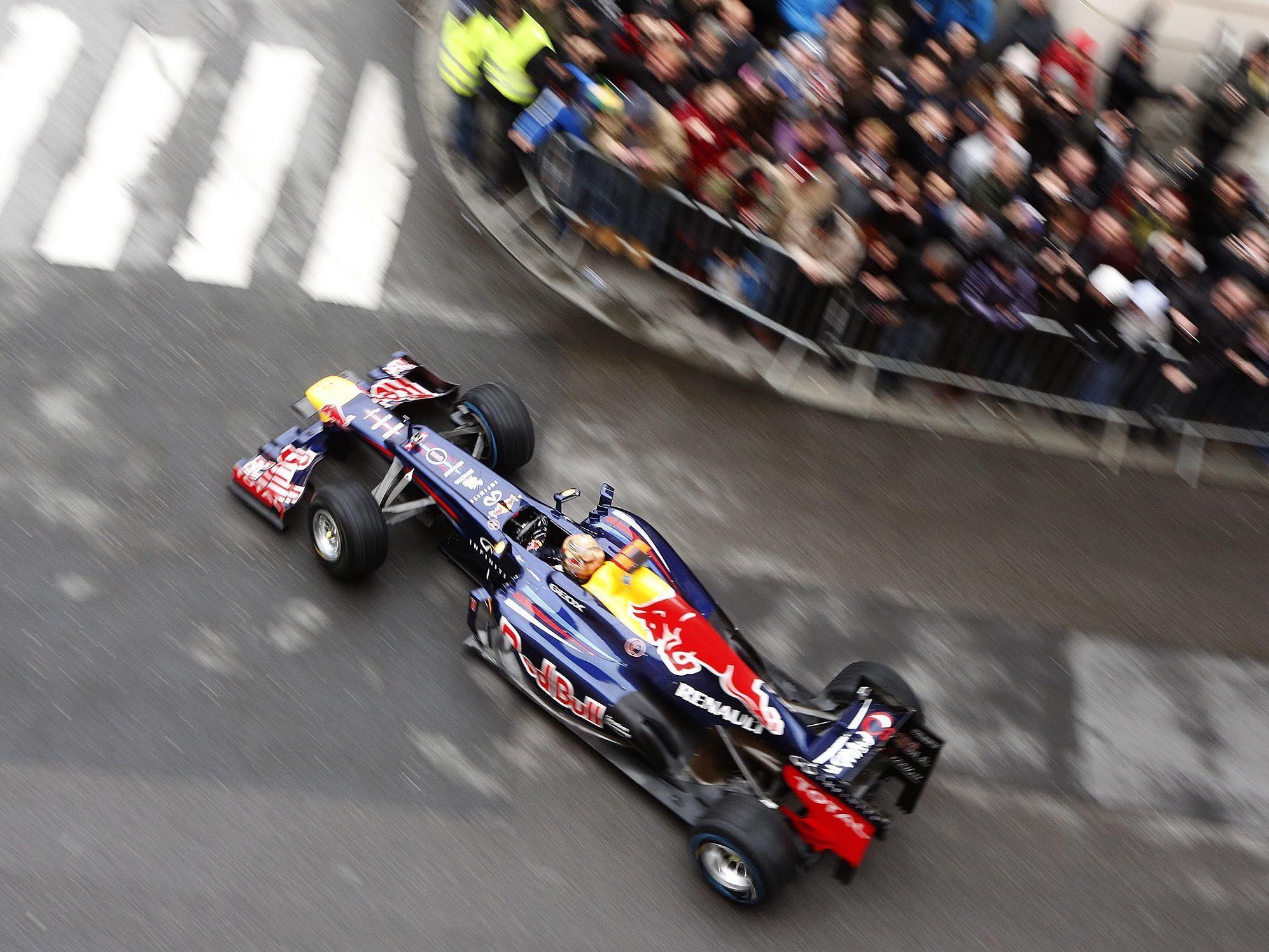 Showrun mit Vettel: Rauchende Reifen und enormer Zuschauerandrang in Graz