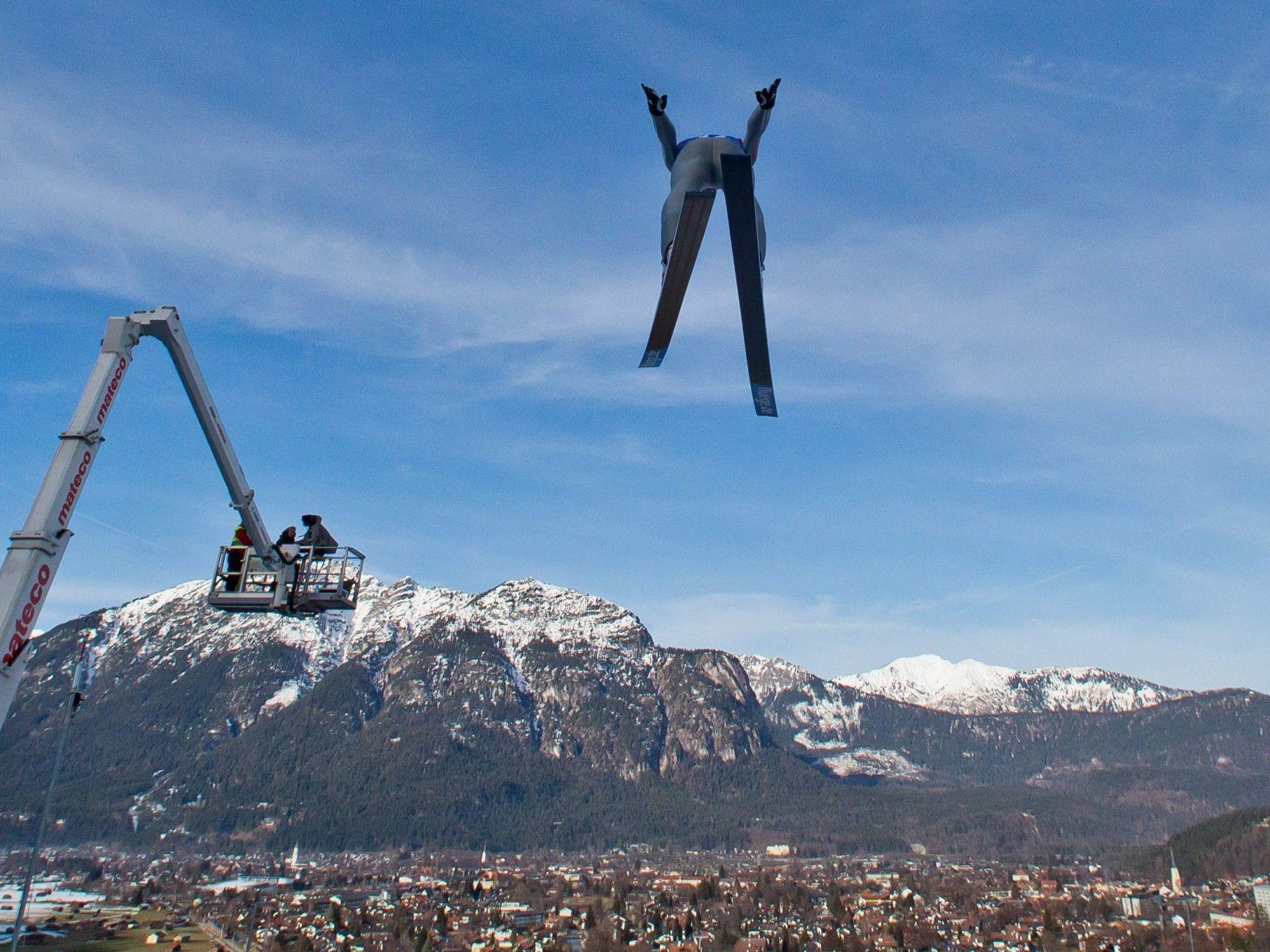Gregor Schlierenzauer hält die Fahne der Österreicher vor dem Neujahrsspringen hoch.