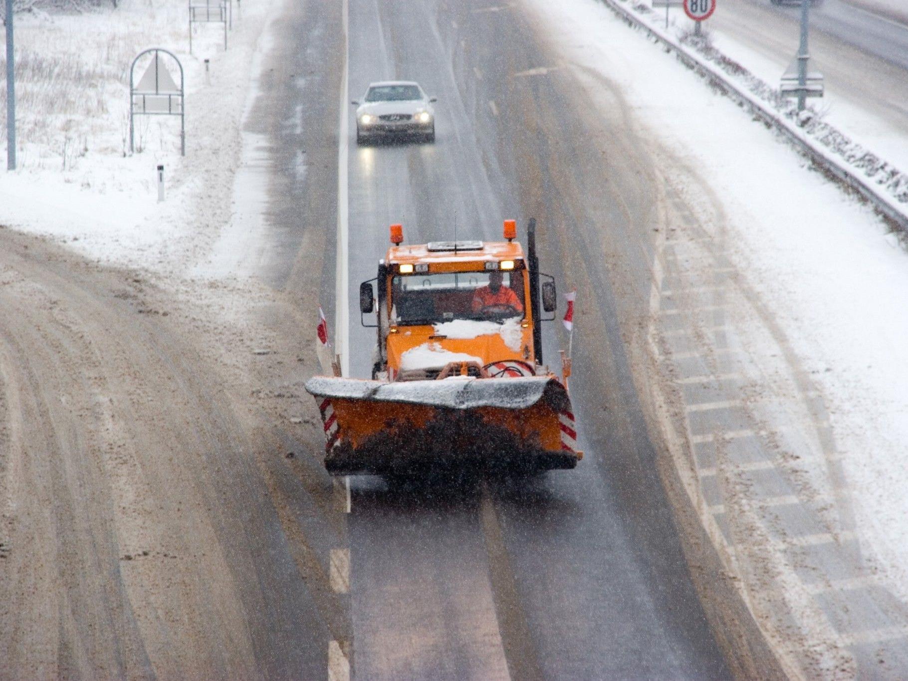 Bei winterlichen Verhältnissen krachte es am Montag sieben Mal zwischen Vorchdorf und St. Lorenz.
