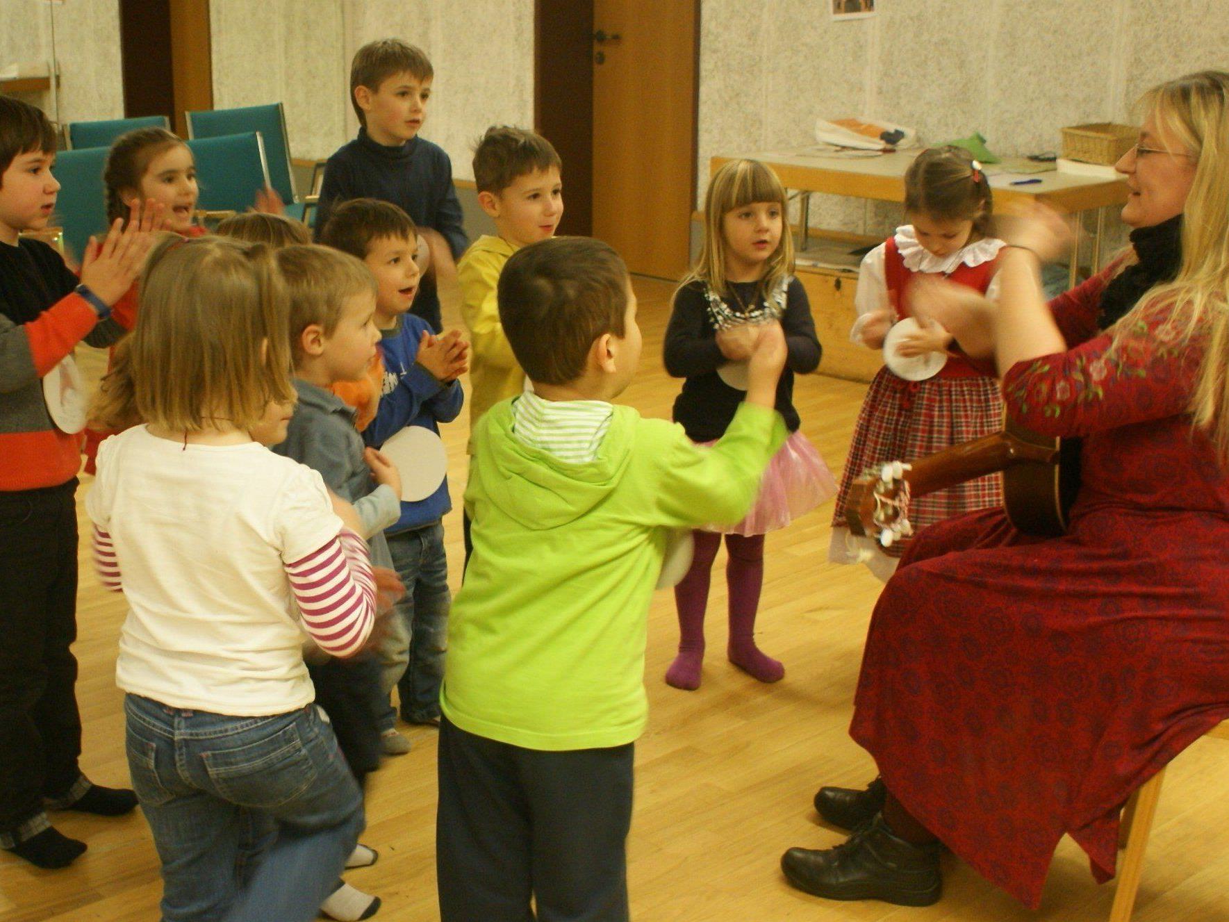 Die Kinder sangen vergnügt mit Andrea mit