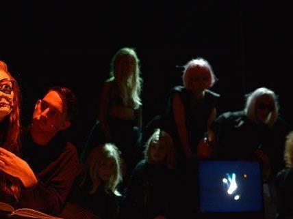 Wenig Licht, viel Schatten: Jelinek-Erstaufführung im Akademietheater