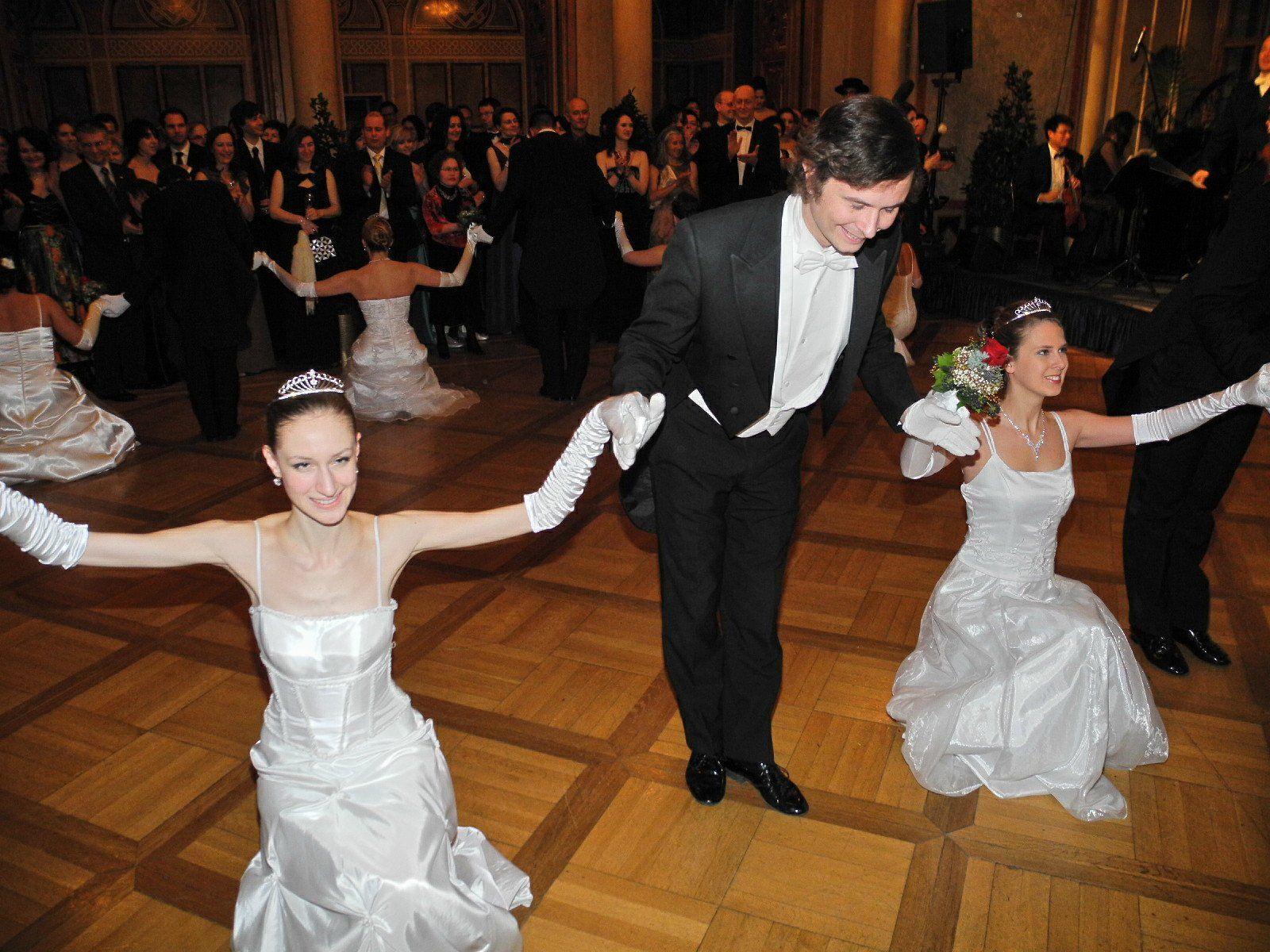 Debütanten der Tanzschule Elmayer eröffneten den Ball der Vorarlberger in Wien mit einer Polonaise