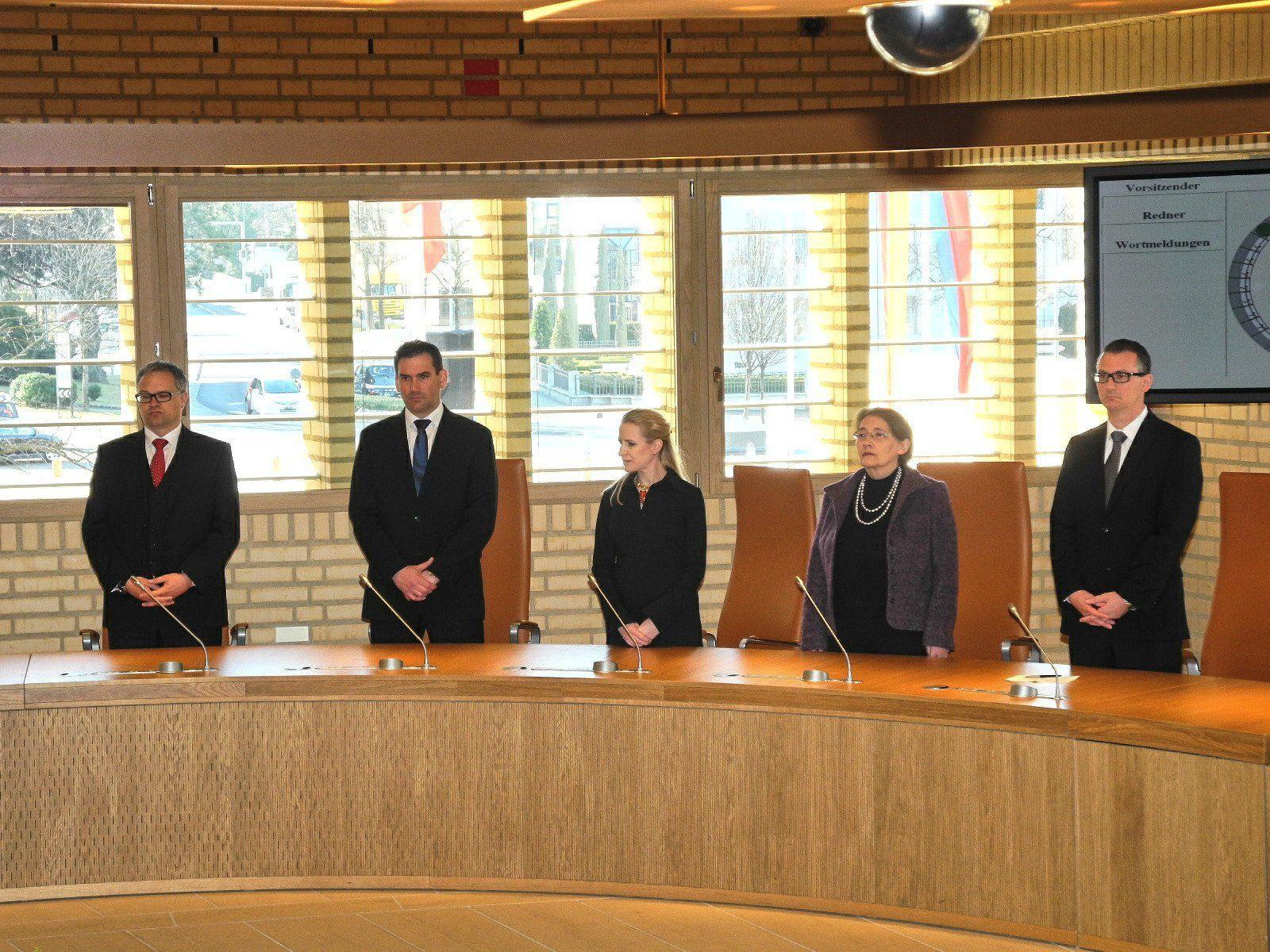 (l.) Die derzeitige Regierungsmannschaft Liechtensteins: Klaus Tschütscher, Martin Meyer, Aurelia Frick, Renate Müssner und Hugo Quaderer