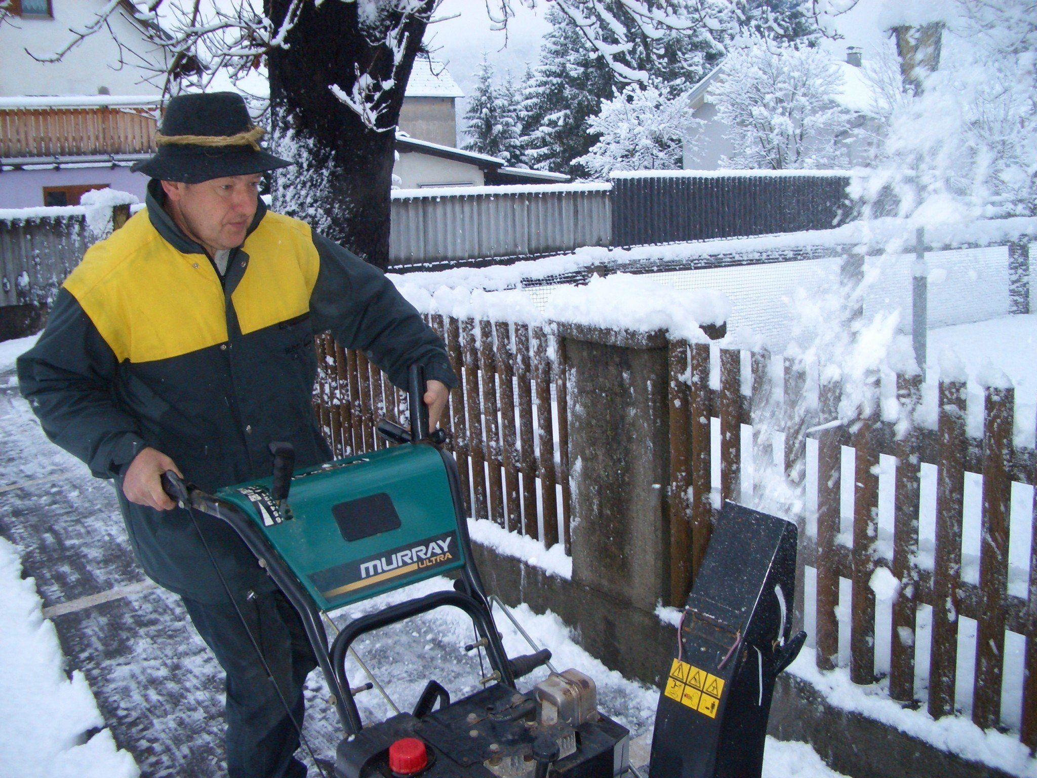 Glücklich, der dem Schnee motorisiert  zu Leibe rücken kann.