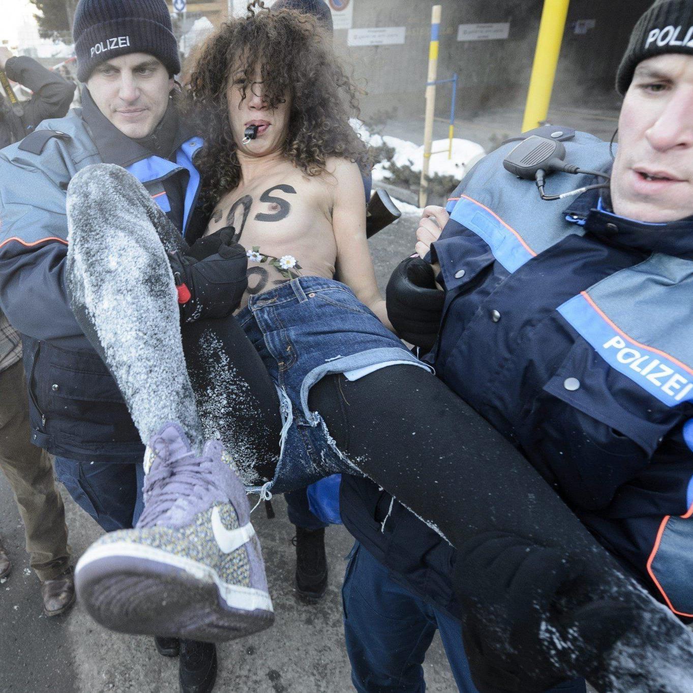 Aktivistinnen der ukrainischen Organisation Femen trotzten Minusgraden.