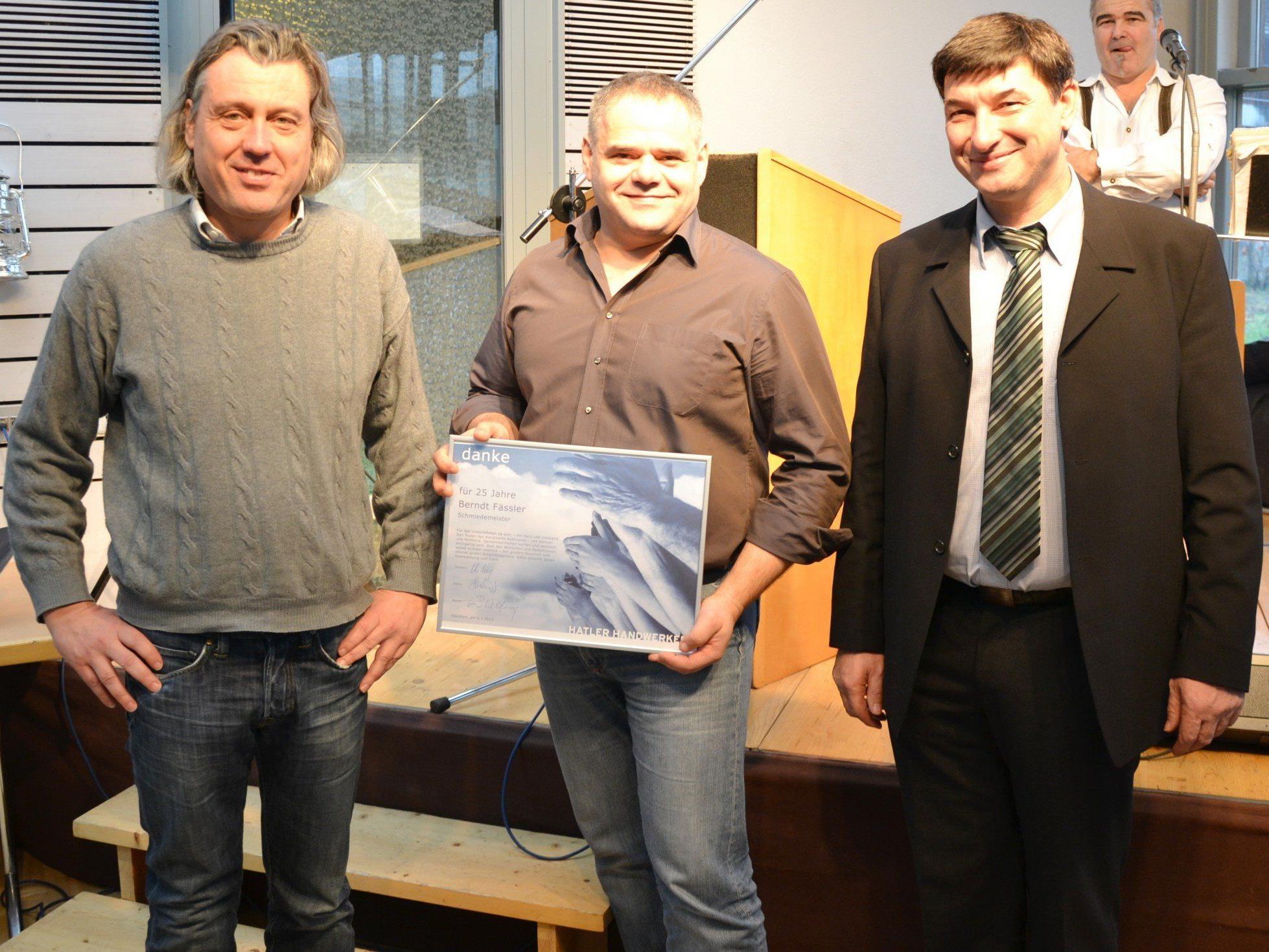 Schriftführer Markus Kalb, Jubilar Berndt Fässler und Obmann Otto Wohlgenannt (v.l.)