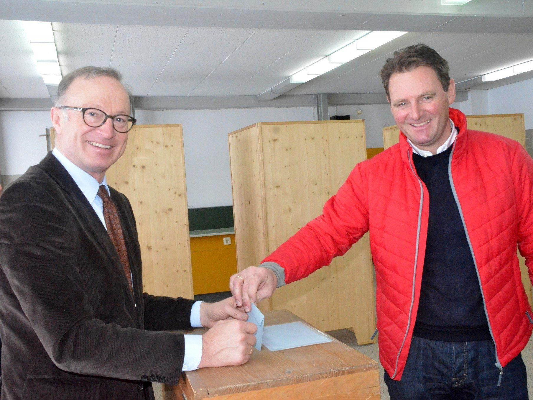Patrick Ortlieb an der Wahlurne in Lech