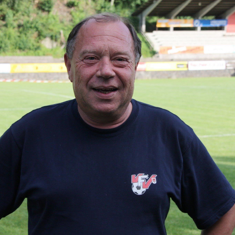 Der Leiter des Gemeinschaftsprojekt Günther Kerber präsentiert den Klubs die neuesten Methoden.
