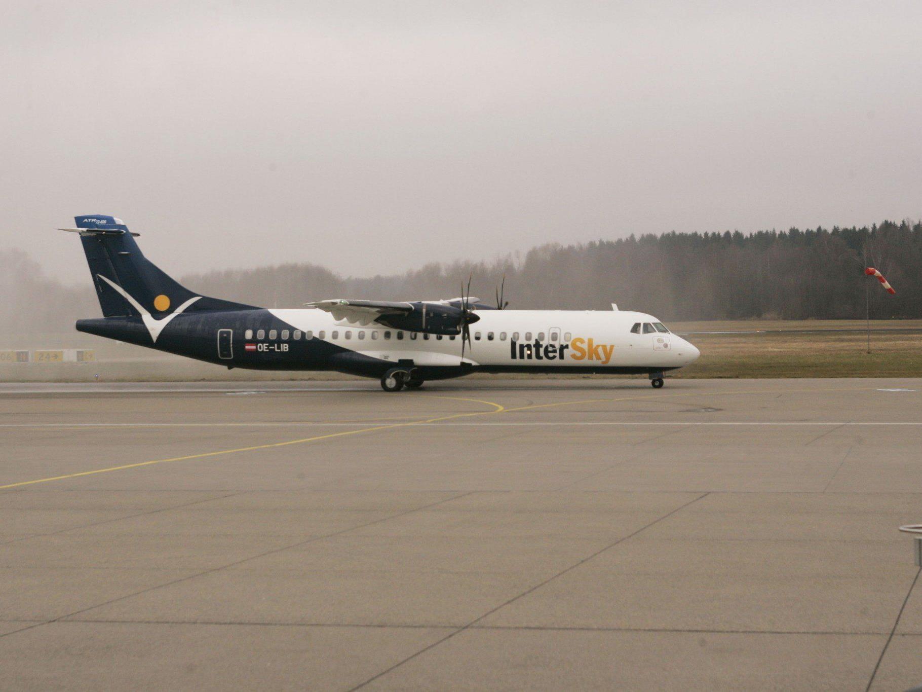Die erste von zwei neuen Maschinen rollte zum ersten Mal über das Friedrichshafener Flugfeld.