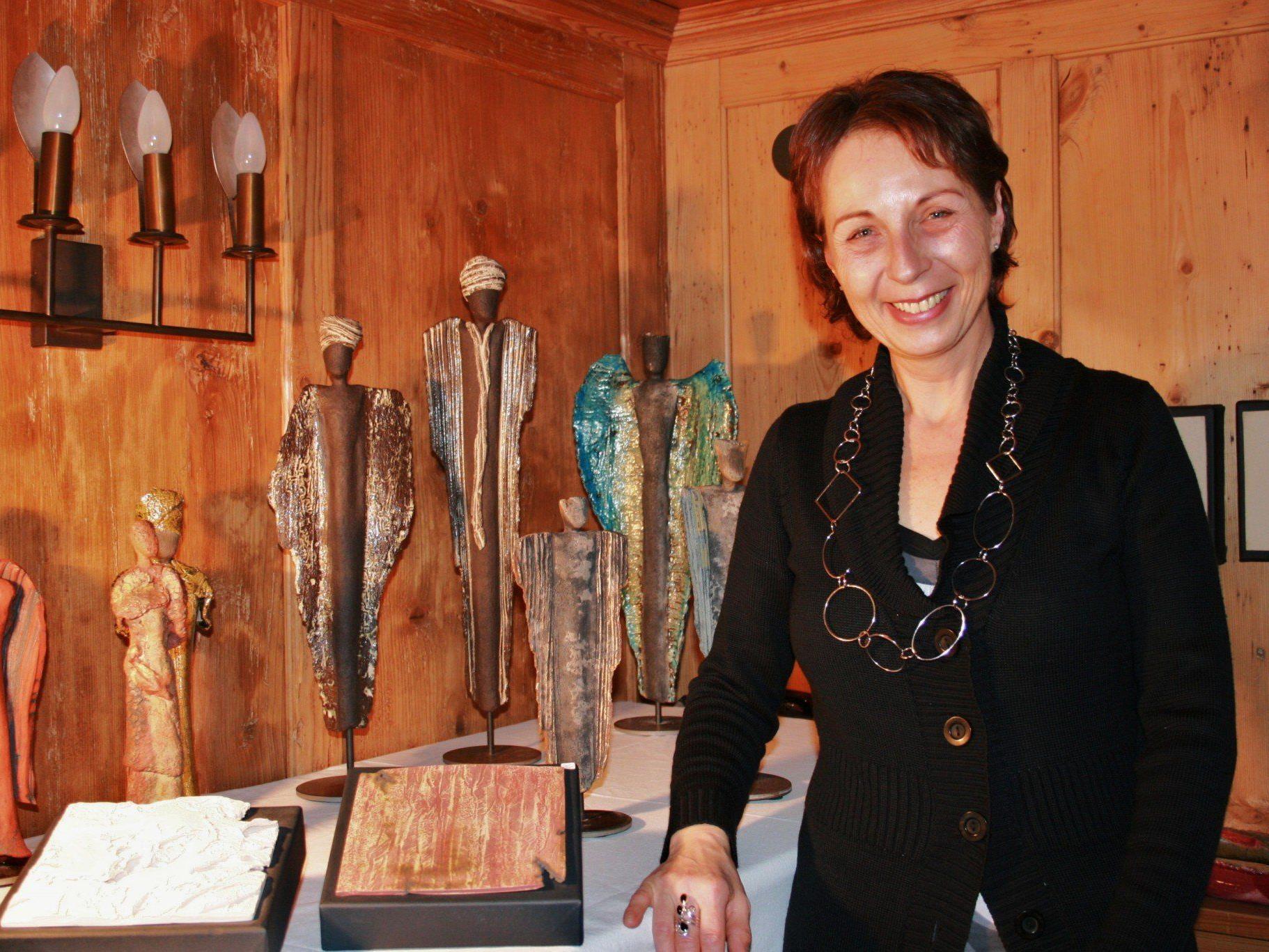 Edeltraud Kräutler-Nagler zeigt ihre Keramikkunst.
