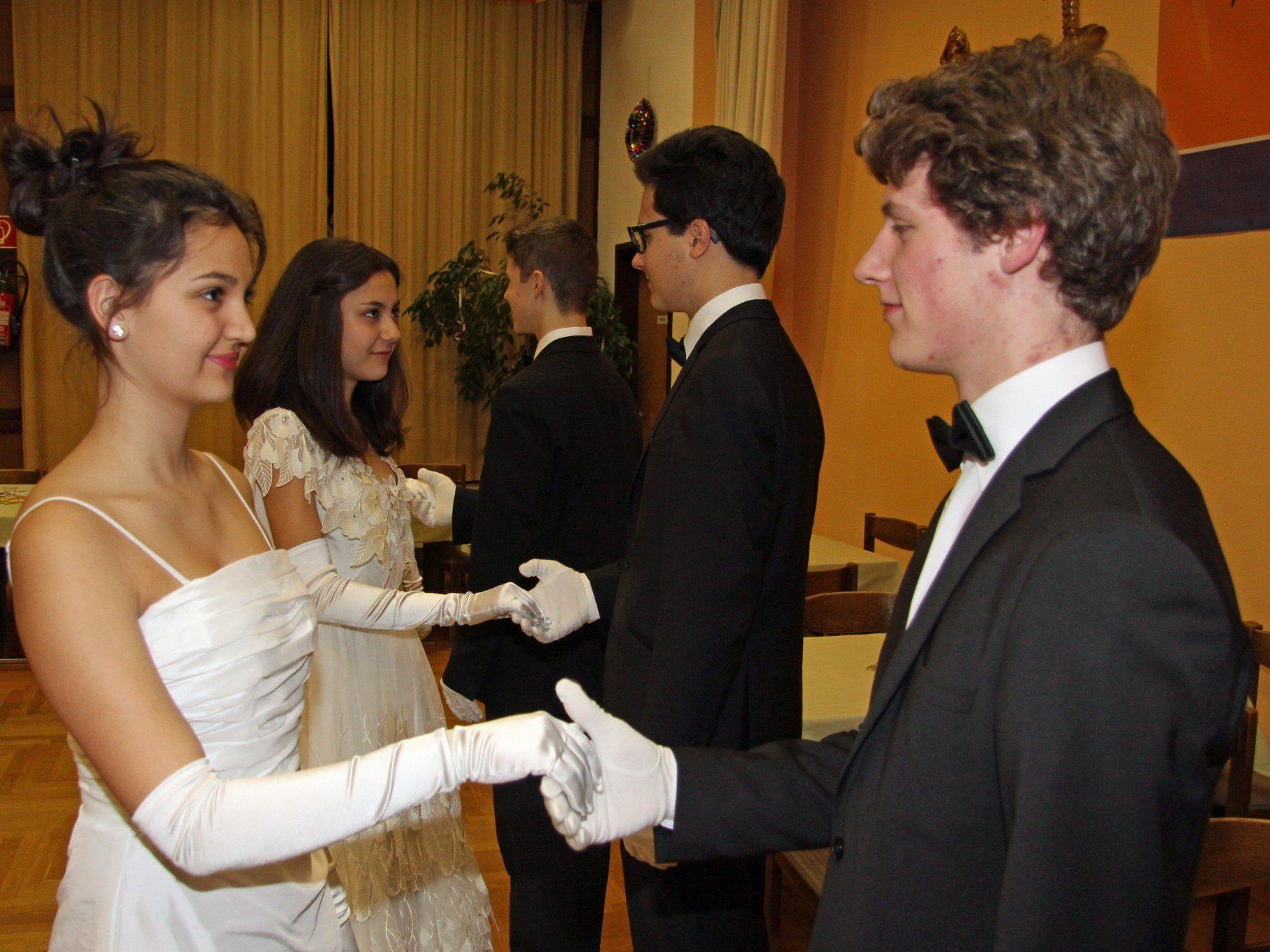 Sechs junge Vorarlberger sind heuer Debütanten auf dem Wiener Opernball.