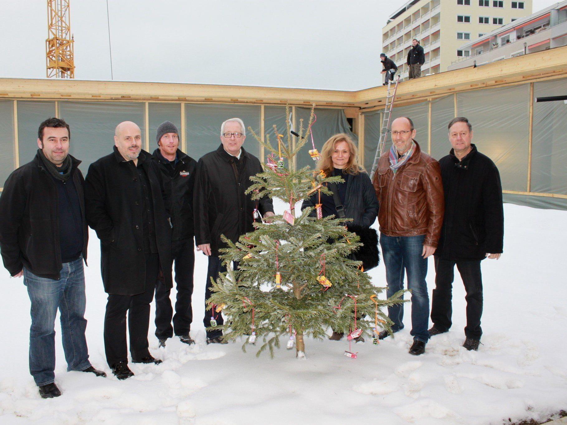 Günter Bader, die Architekten Bernhard Marte und Stefan Marth, Michael Simma, Annelies Linhart, Bgm. Xaver Sinz und Elmar Graß (von links).