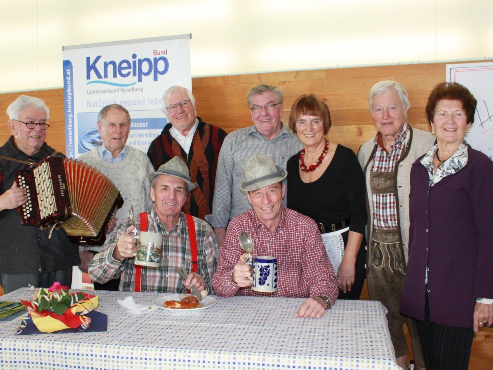 """Auch der bereits """"13. Fasnat-Znüne"""" des Kneipp Aktiv Club Lochau mit Zopffrühstück und Weißwurstessen wurde ein voller Erfolg."""