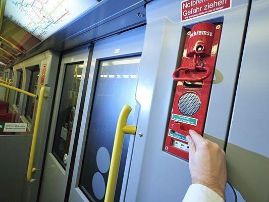 Zug-Notstopp und Notrufknopf findet man in jedem U-Bahn-Zug - VIENNA.AT hat nachgefragt, was es da zu beachten gilt