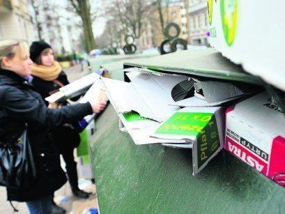 Überfüllte Altpapiercontainer werden künftig aus dem Ortsbild von Mäder verschwinden