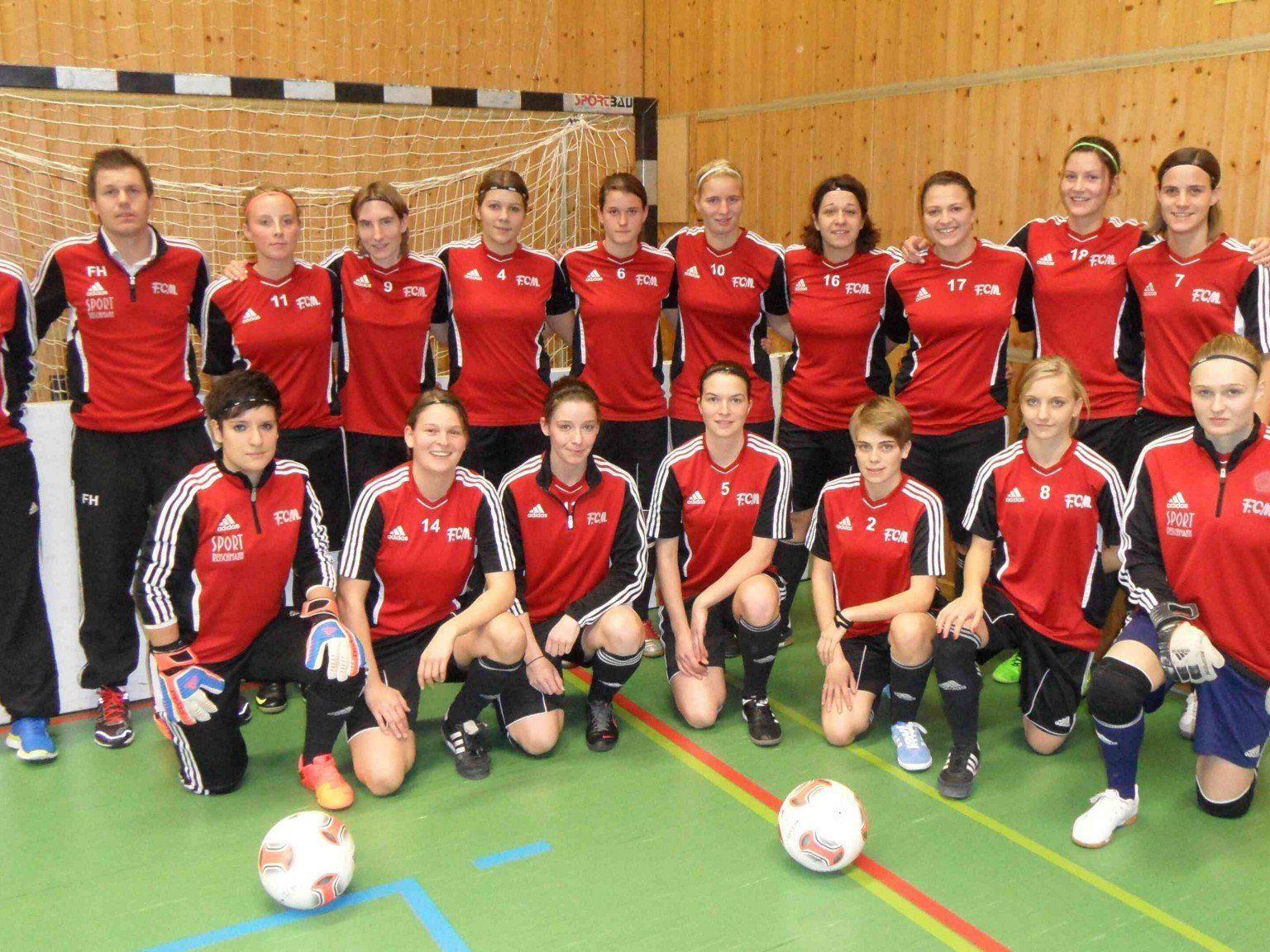 Die Memminger Damen zeigten ihr Können auf dem Fußballfeld und holten sich schließlich den Siegerpokal.