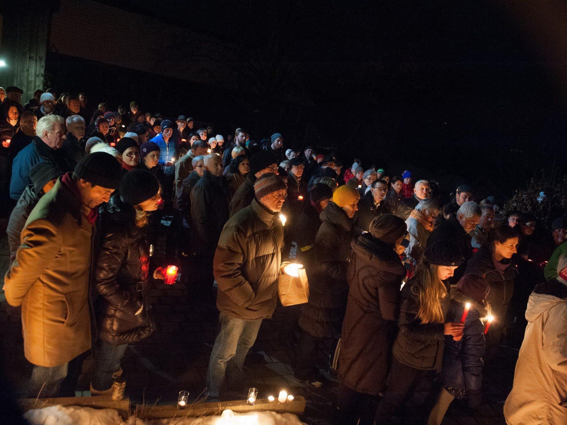 300 Menschen versammelten sich bei der gestrigen Solidaritätsaktion in Batschuns.