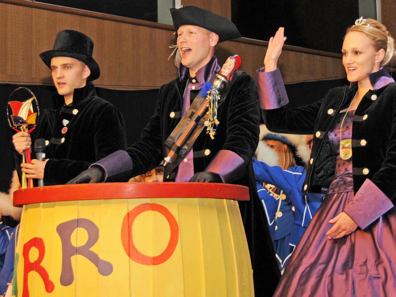 """Mit einem kräftigen """"Narro hoi!"""" leitete das Prinzenpaar den 45. Höchster Zunftball ein."""