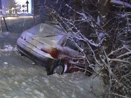 Viele Pkws wurden in NÖ aufgrund des Schneefalls geborgen.