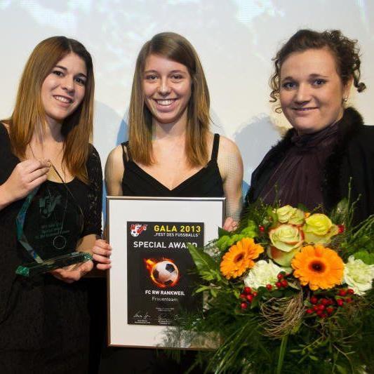 Elis Eiler, Isabelle Heim und Nicole Adlassnigg durften die Trophae in Empfang nehmen.