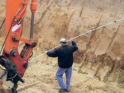 Nach dem Regen drohen zwei Häuser in Döbling in eine Baugrube zu stürzen.