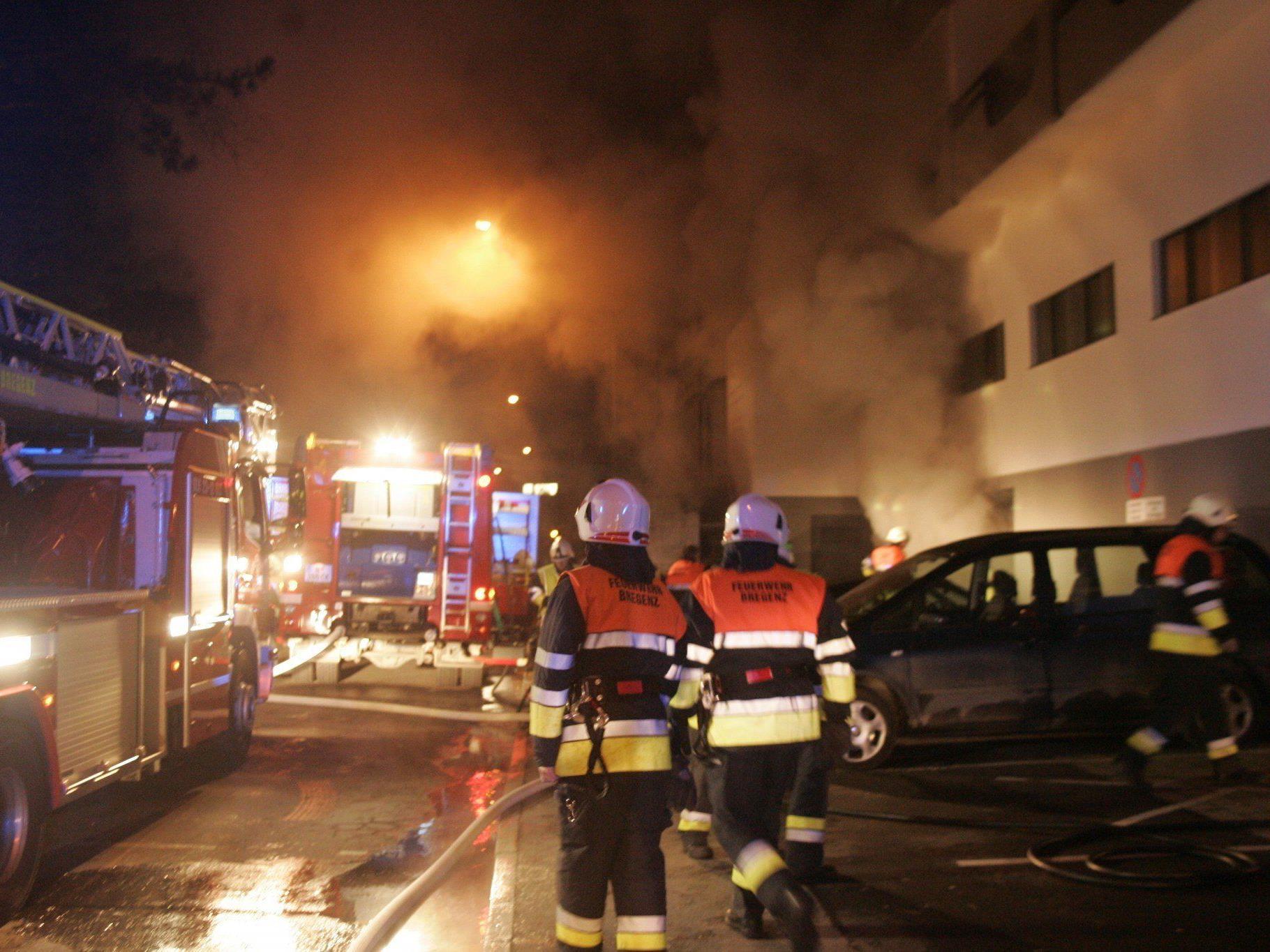 Feuerwehren in der Bregenzer Belruptstraße im Großeinsatz.