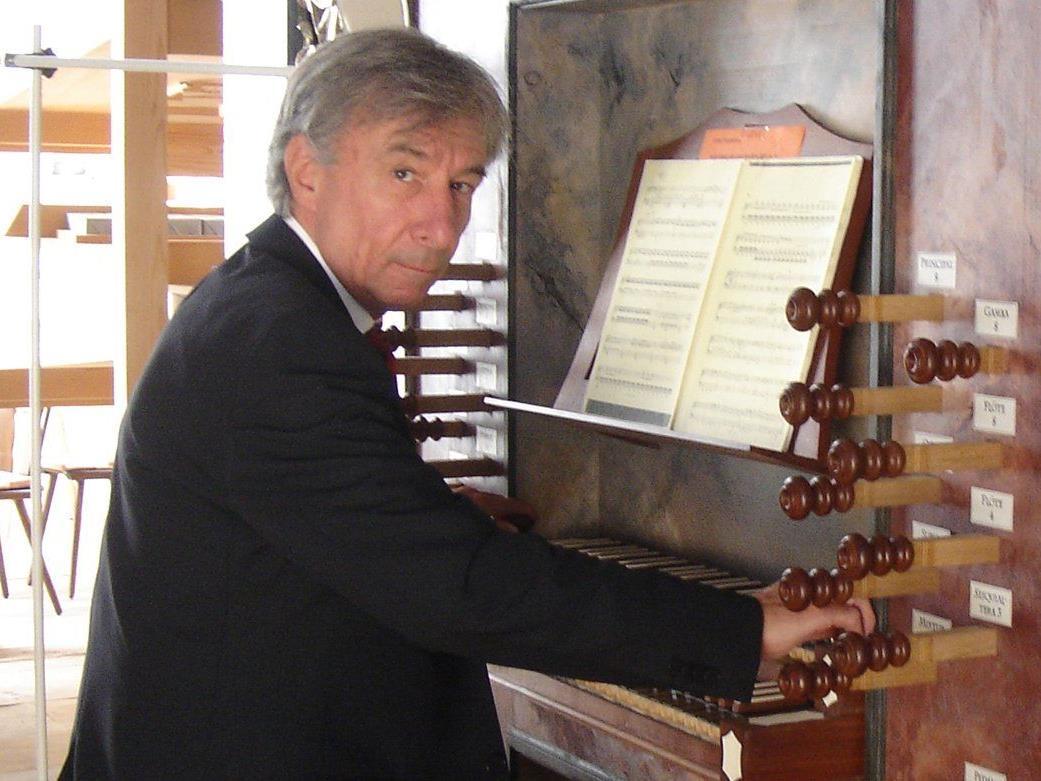Bruno Oberhammer spielt das anspruchsvolle Konzert in der Höchster Pfarrkirche.