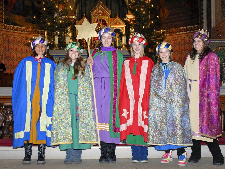 Viele Sternsinger feierten am Fest der Erscheinung des Herrn die Abendmesse in der Schrunser Kirche mit.