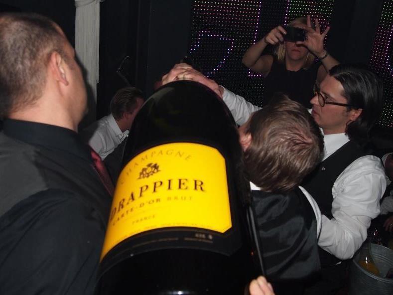 Eine 30-Liter-Flasche Champagner der Marke Drappier wurde im K.Club in Lech kredenzt.