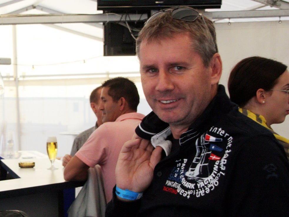 Dieter Sperger bleibt Präsident beim FC Lustenau, die Vereinsmitglieder machen sich für ihn stark.