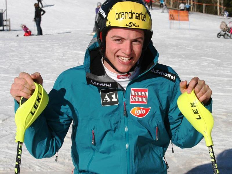 Der Gargellener Frederic Berthold holt sich seinen ersten EC-Sieg in der Abfahrt.