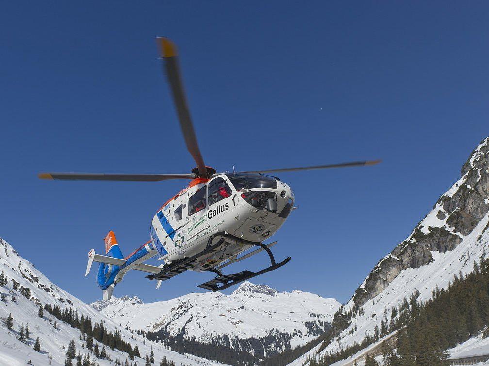 """Frau wurde mit dem Hubschrauber """"Gallus 1"""" ins LKH geflogen."""