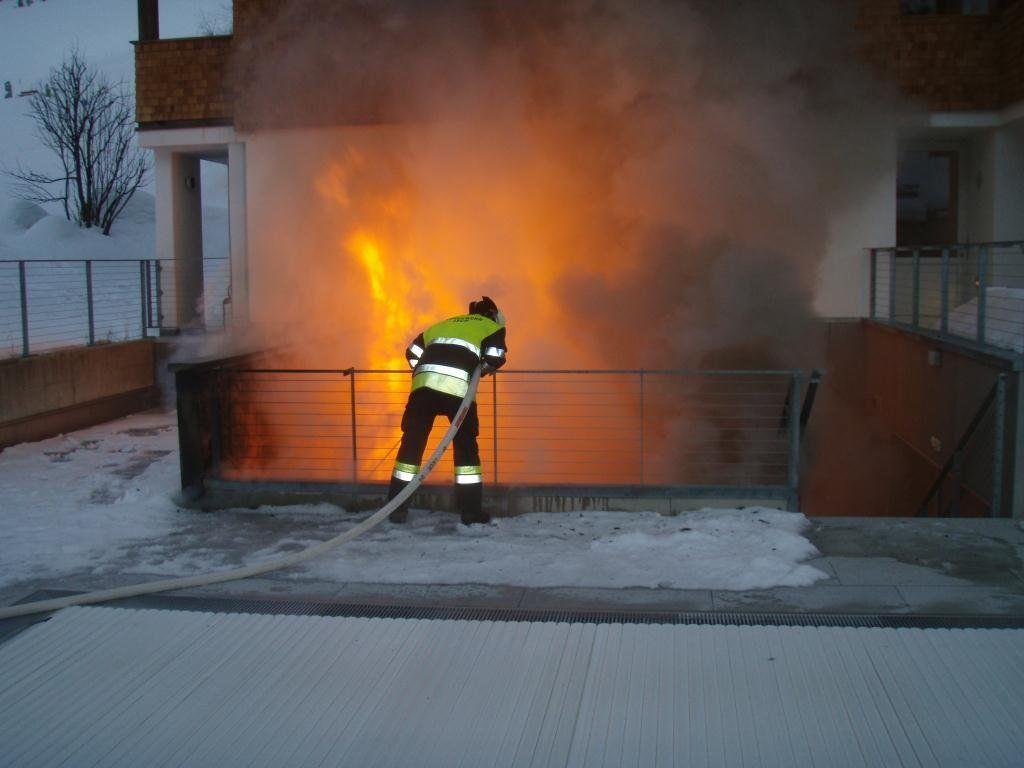 Feuer brach im Bereich der Außensauna aus.
