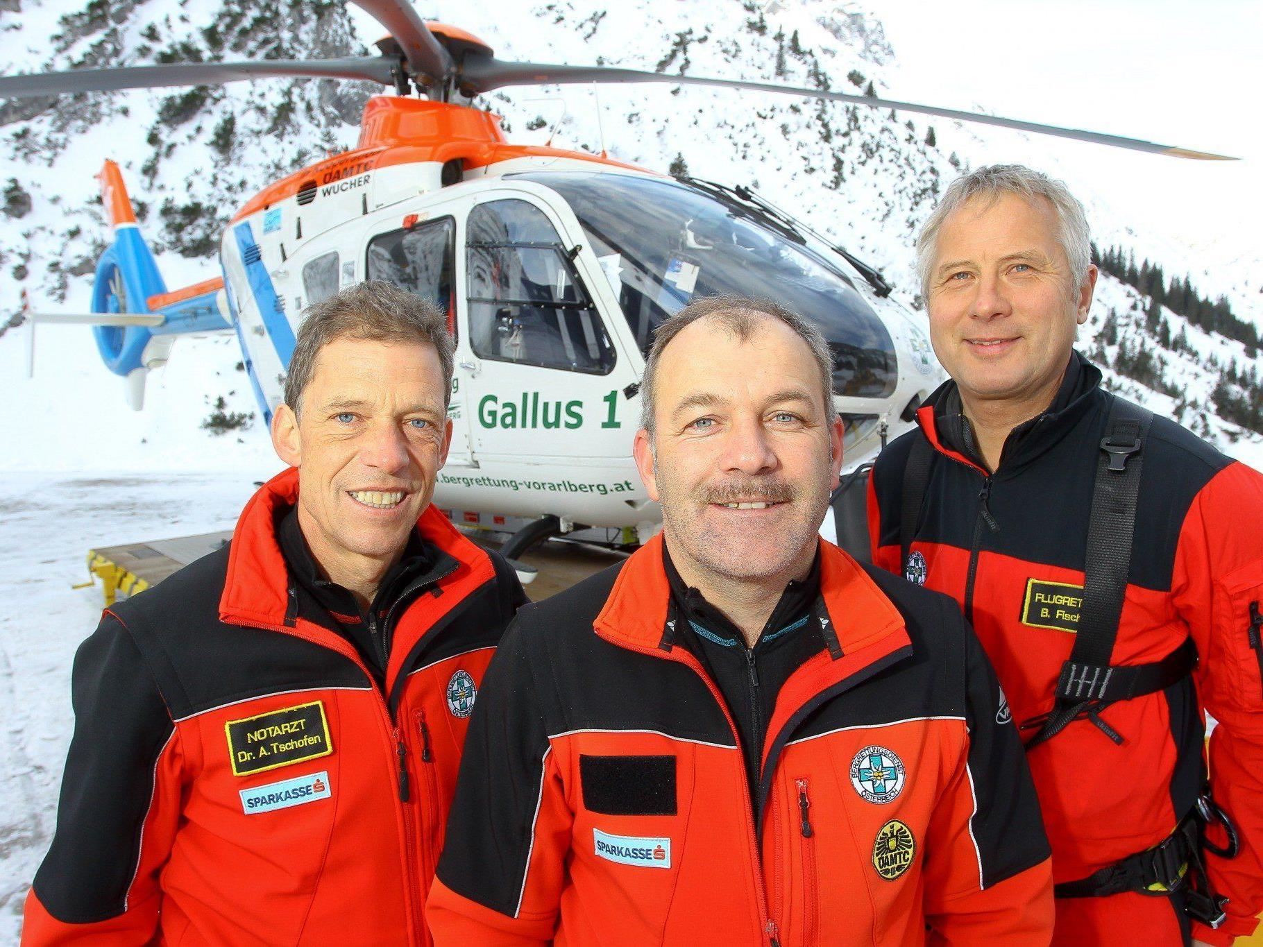 In 13 Minuten von Zürs in ganz Vorarlberg: die Heli-Crew mit Alois Tschofen, Stefan Ganahl und Bernd Fischer (v.l.).