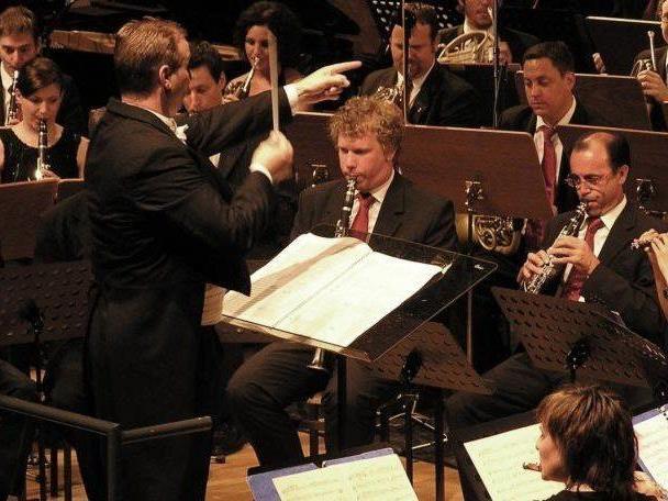 Das SBV unter der Leitung von Dirigent Thomas Ludescher