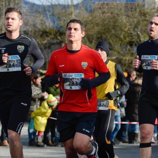 SCRA-Goalie Martin Kobras, Philipp Netzer und auch Julian Erhart nahmen am Silvesterlauf teil.