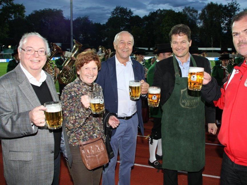 Auf den Hunderter des FC Mohren Dornbirn wird in diesem Jahr noch oft angestoßen.