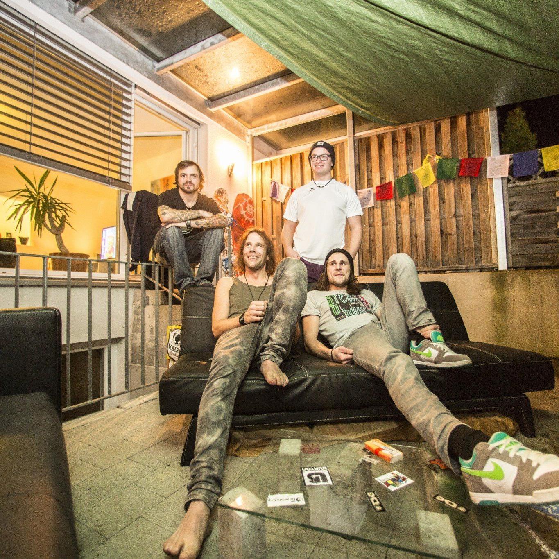Yoe, Markus und die Gäste Jean und Pascal fühlen sich in ihrer Bleib in Dornbirn sichtlich wohl