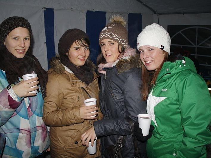 Viele Besucher pilgerten in Lingenau auf das traditionelle Abbrennen beim Funken.