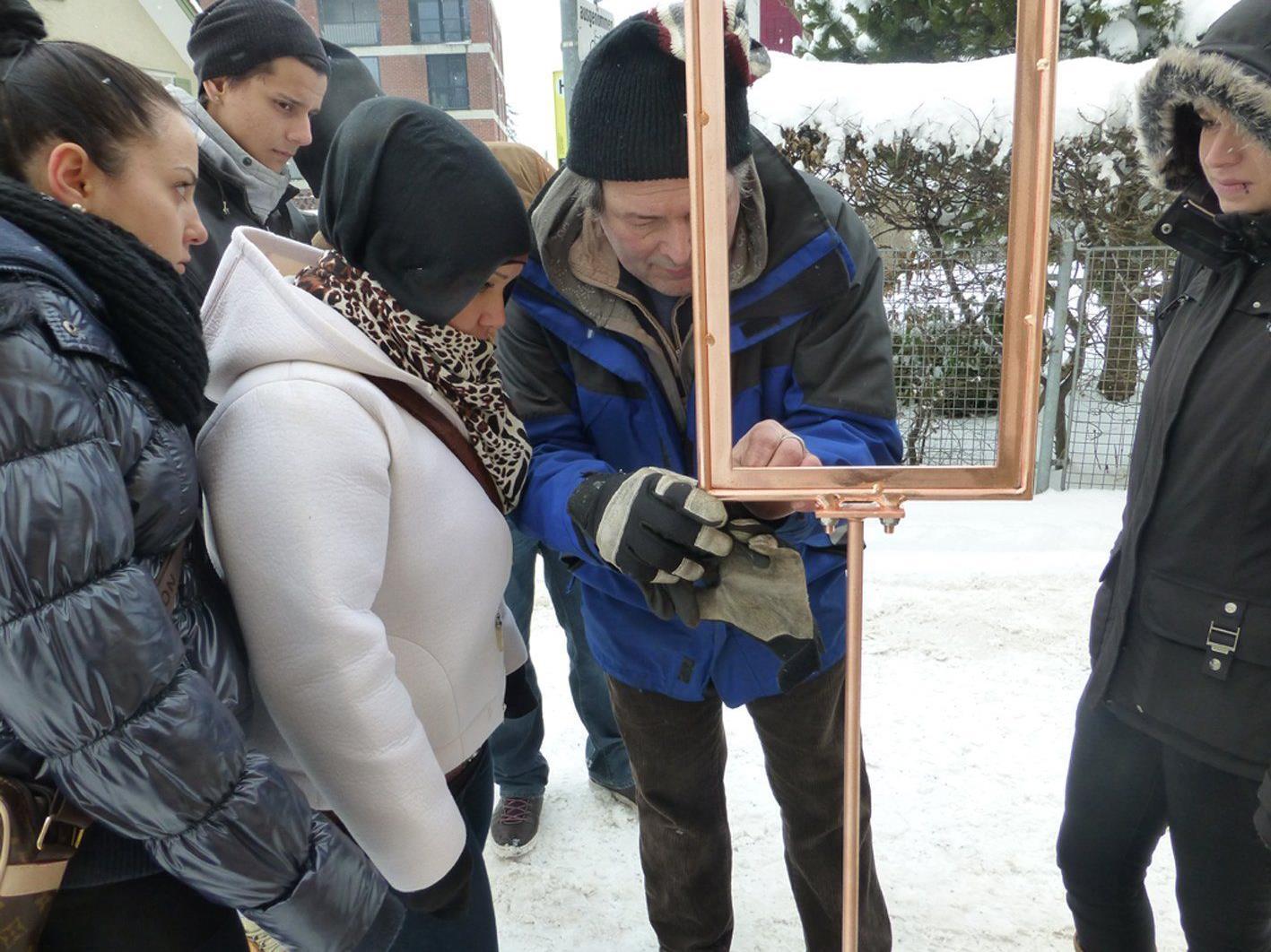 """Günther Blenke gestaltete mit Collini-Lehrlingen den Weg vom Visionscafe zur """"Frohen Aussicht""""."""