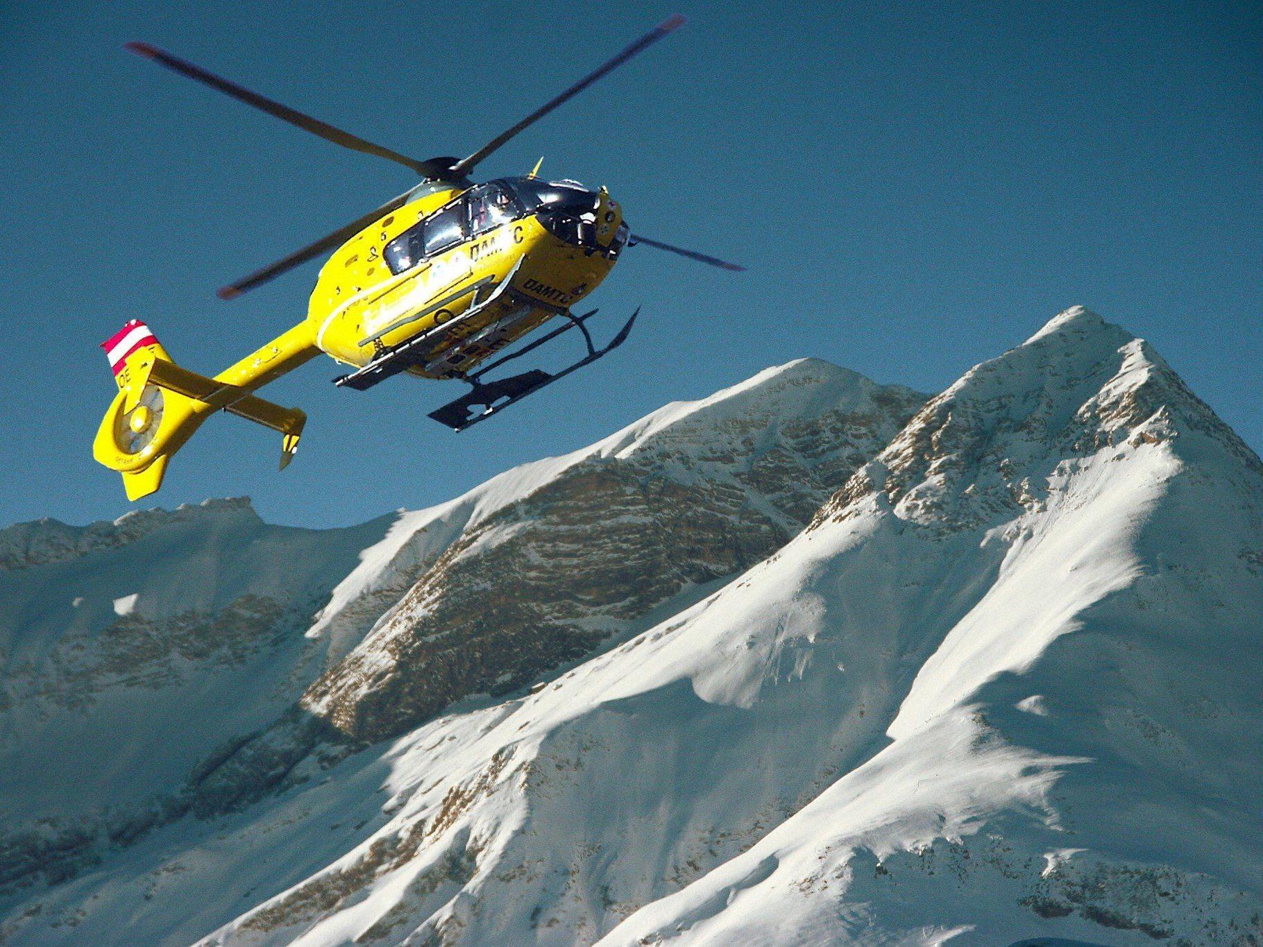 """Auch der """"C8"""" war bei den Skiunfällen am Sonntag im Einsatz."""