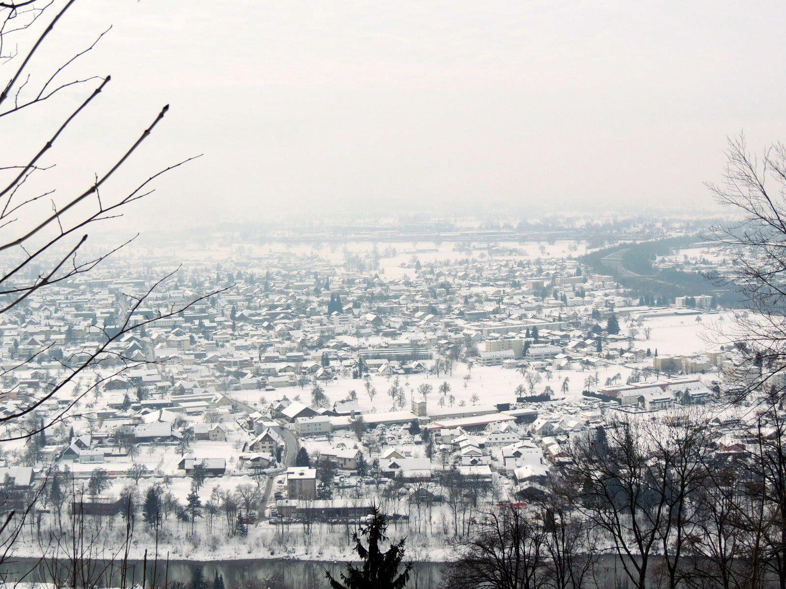 Seltener Anblick einer geschlossenen Schneedecke