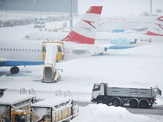 Der Schnee sorgt am Flughafen Wien-Schwechat für Probleme